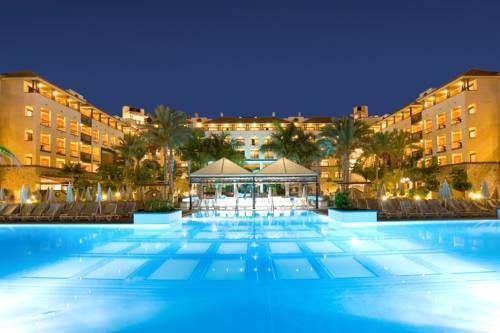 Hoteles econ micos en costa de adeje for Apartamentos en el sur de tenerife ofertas