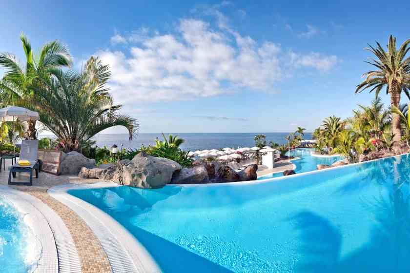 Relajantes piscinas para todos for Hoteles familiares playa