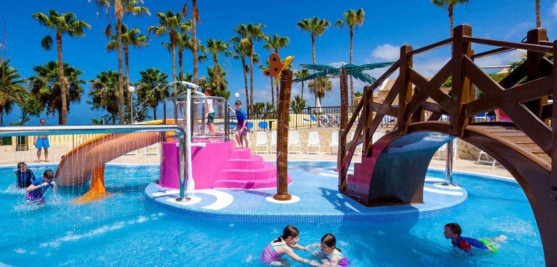 Hoteles con parques, animacion infantil, toboganes y piscinas para niños en Tenerife